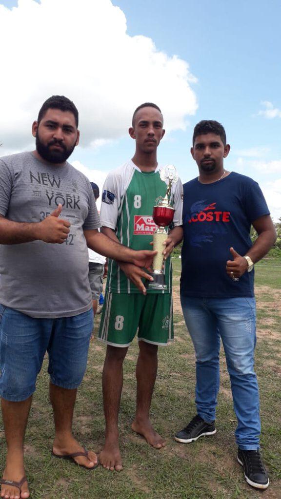 Marcos Paulo recebe troféu do Liderança de Vice campeão